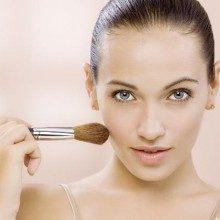 Truques de maquiagem para modificar traços do rosto