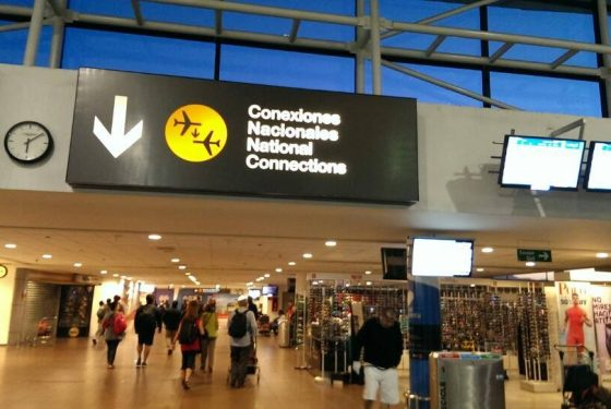 Farei uma conexão em Santiago. Posso guardar a minha mala no aeroporto?