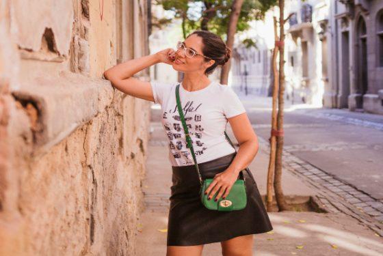 Look PB – Saia com t-shirt e tênis